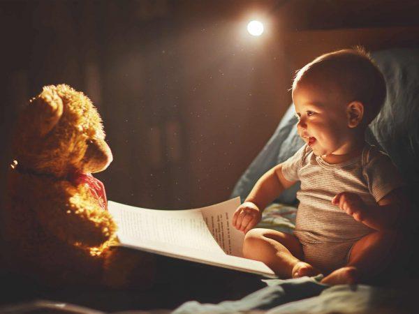 Si duerme con un peluche, una luz quitamiedos le ayudará a localizarlo fácilmente. (Fuente: Evgeny Atamanenco: 64792524/ 123rf.com)