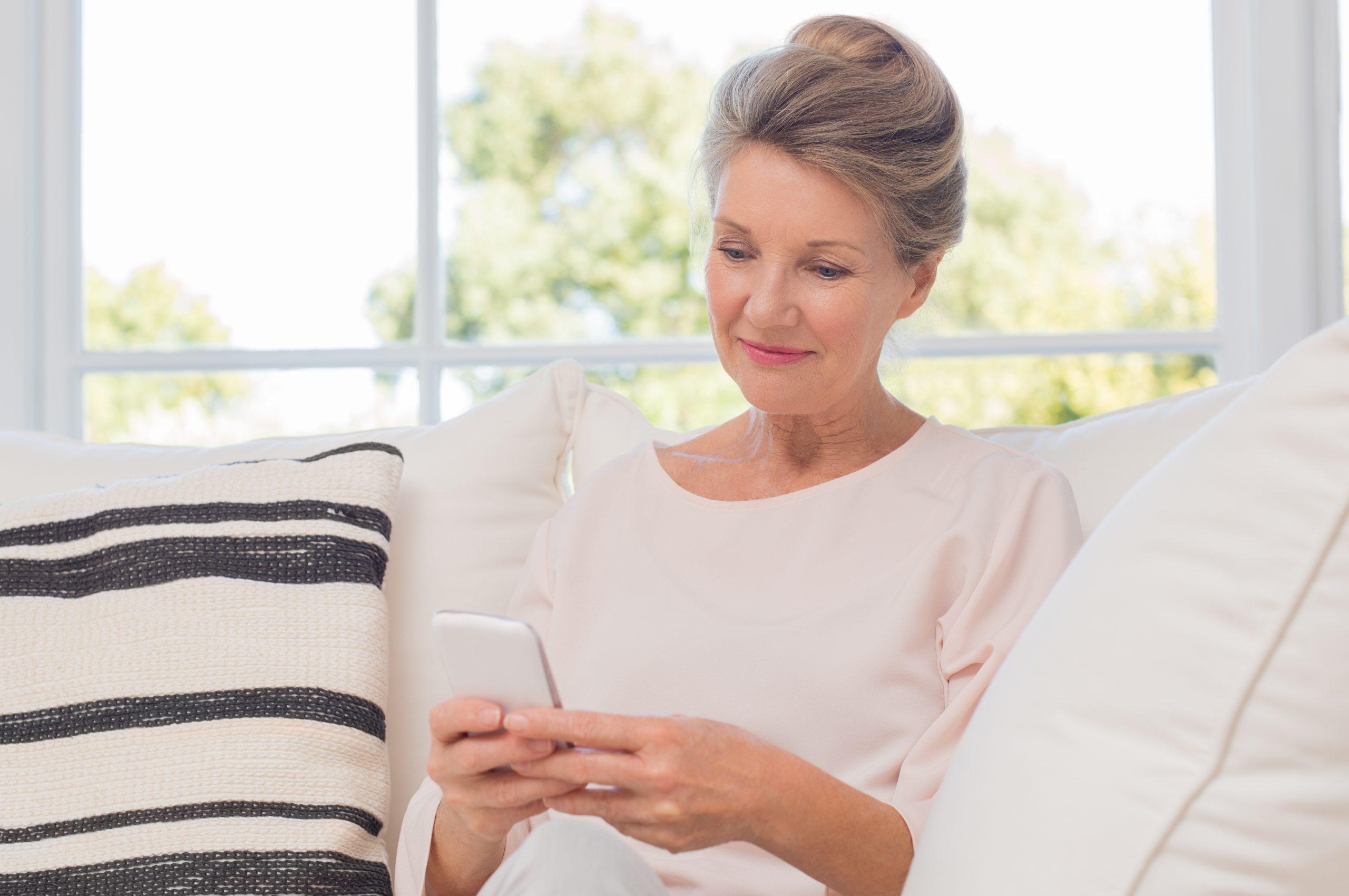 Celular para adultos mayores: ¿Cuál es el mejor del 2020?