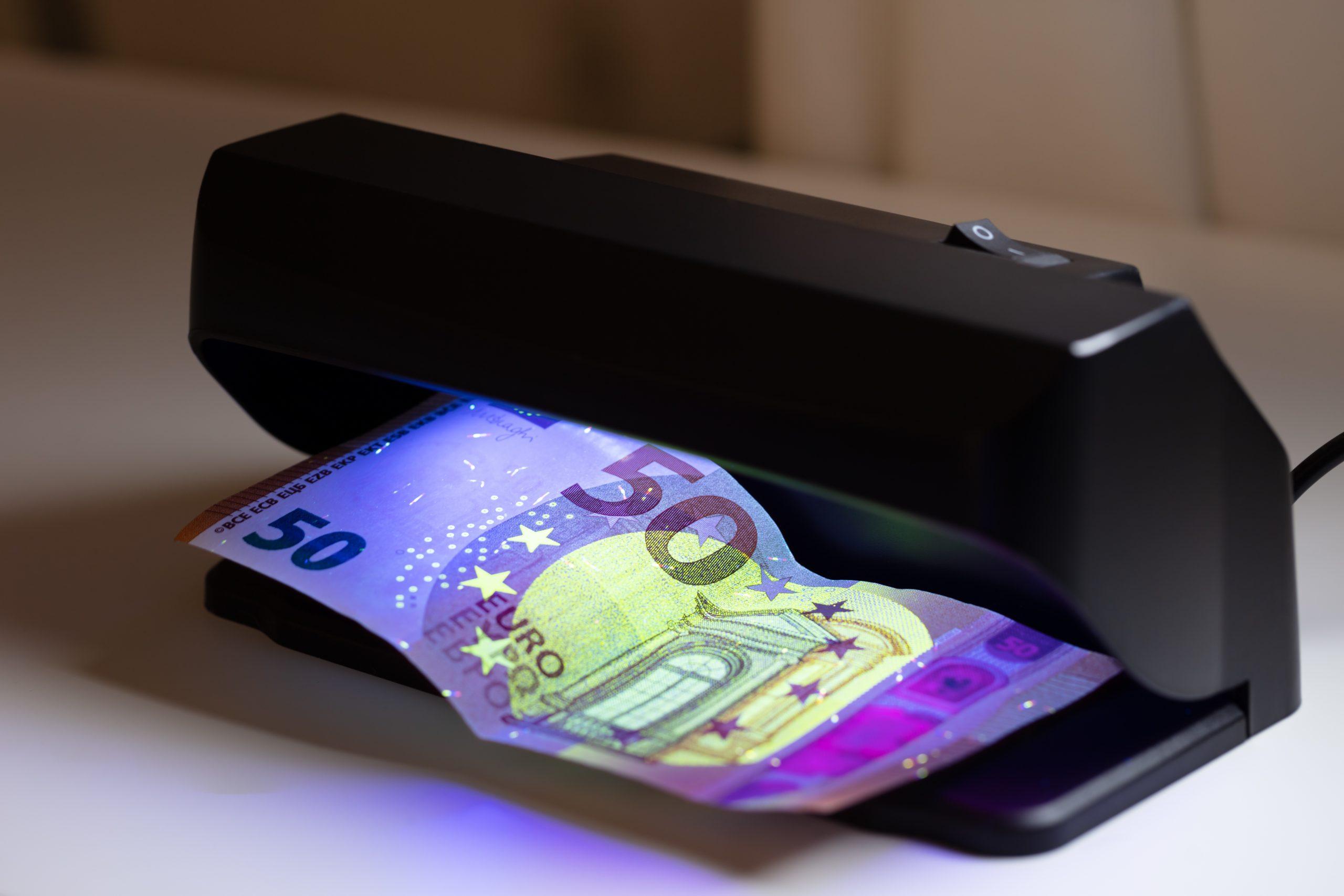 Detectores de billetes falsos: ¿Cuáles son los mejores del 2020?