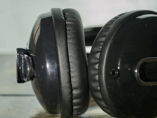 headphones-3345917_1920-1300x867.jpg