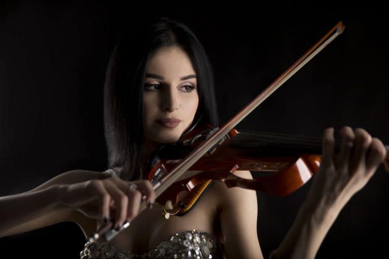 Violin-electrico-2-Niyaz-Tavkaev-93012405-768x512.jpg