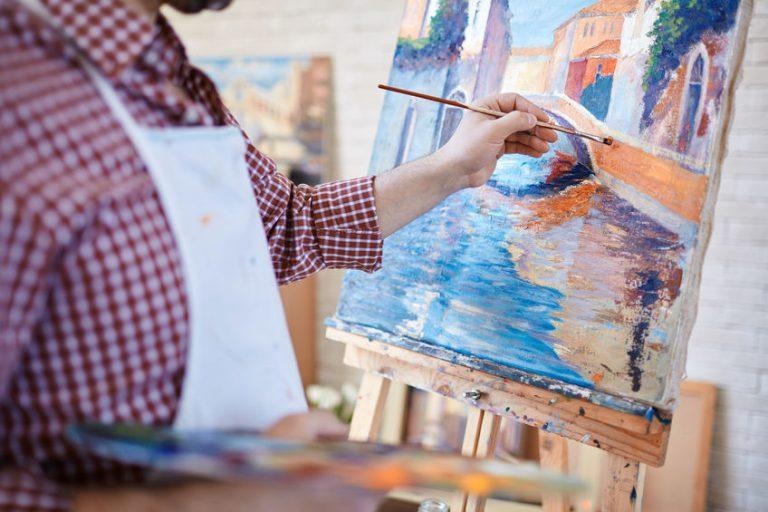 Hombre pintando