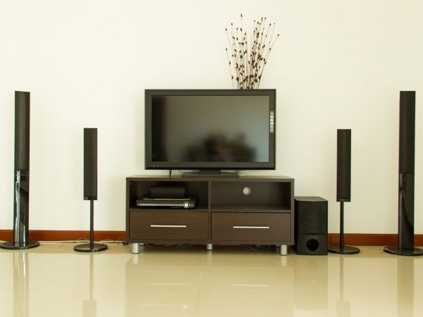20011670 – home theater and white wall