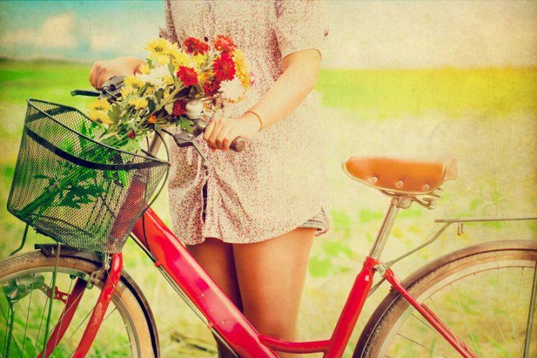 Mujer en su bicicleta
