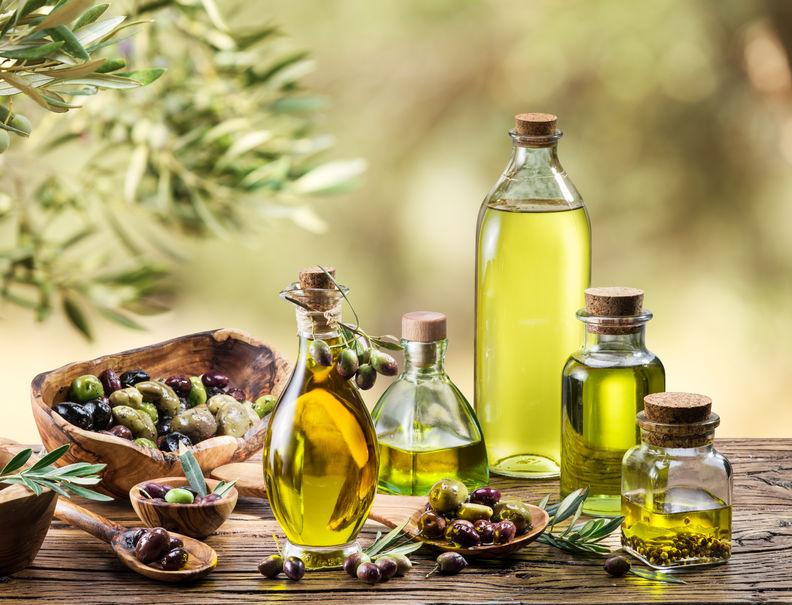 Imagen de varuia botellas de aceite de oliva