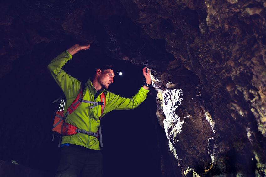 Hombre en cueva