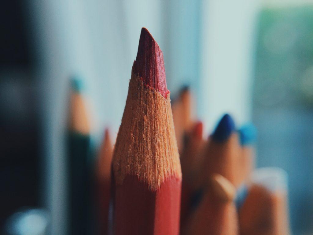 Primer plano de lápiz de color