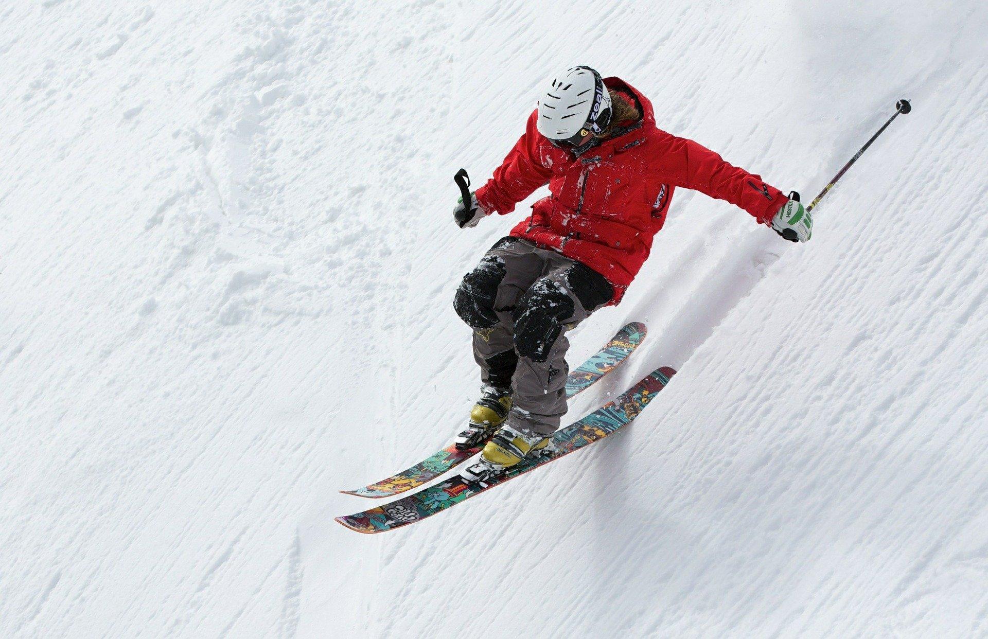 chica haciendo ski